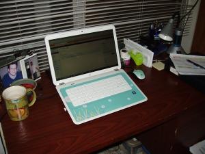 My Un-Cluttered Desk